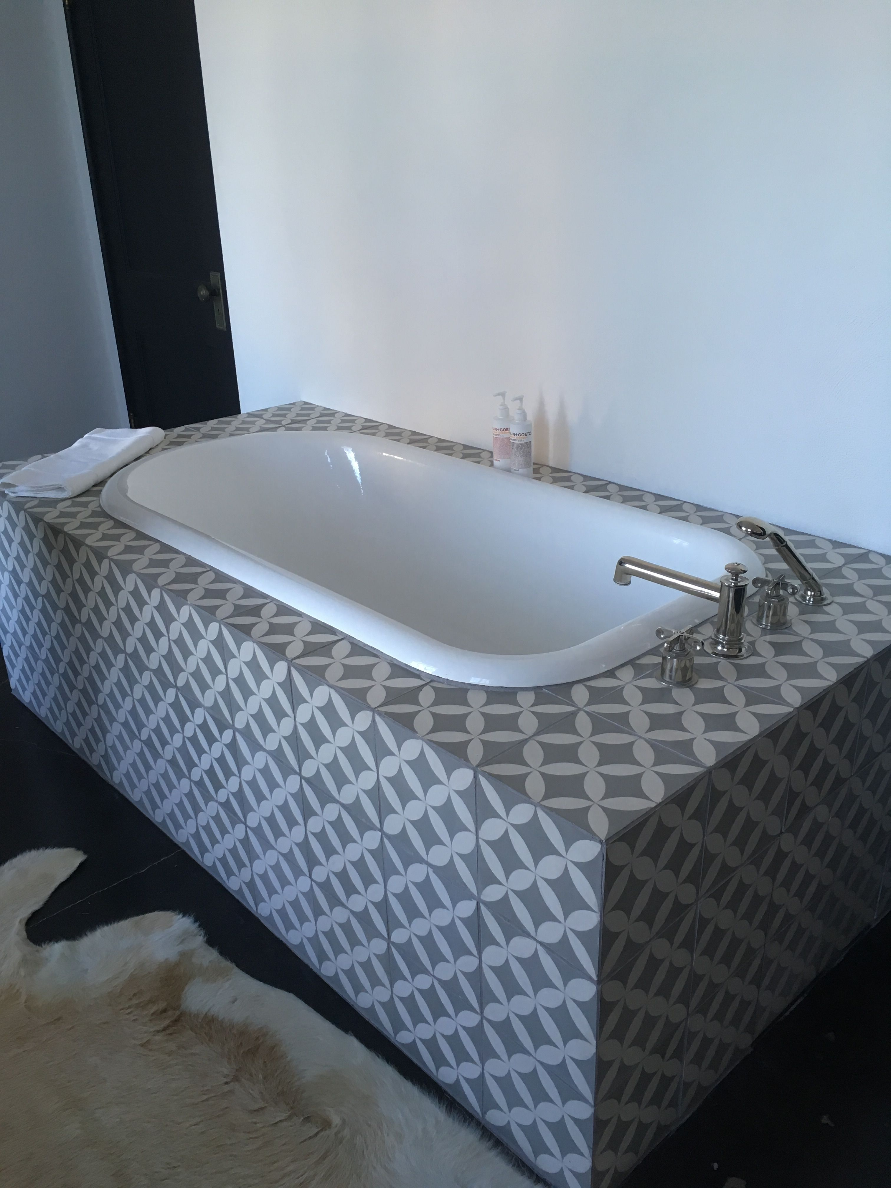 Bathtub 60\