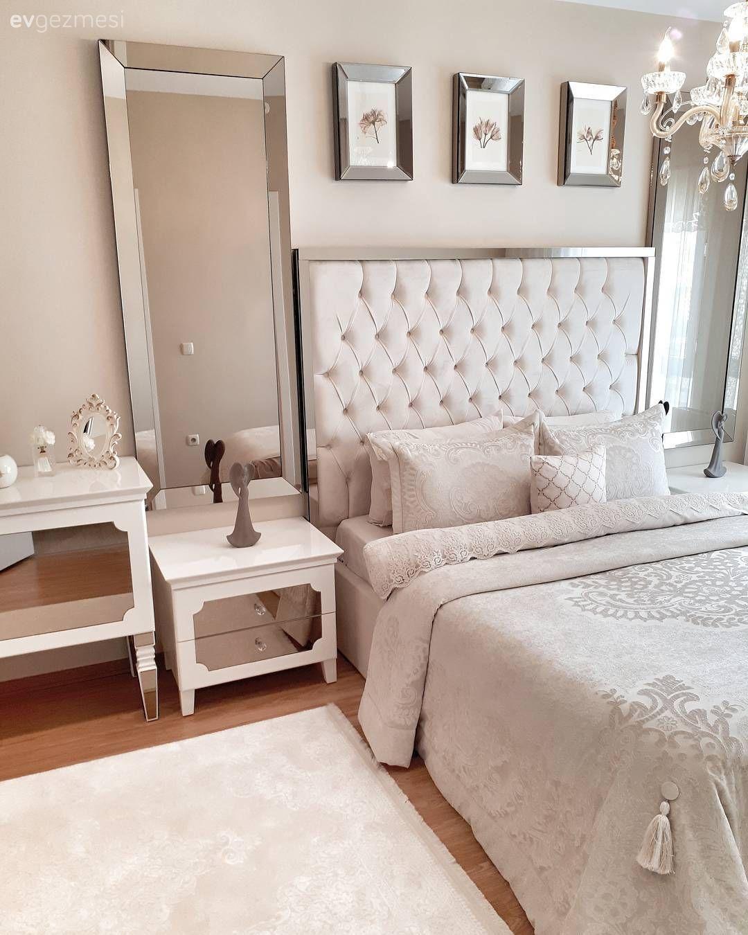 Acik Renkler Ile Hafif Aynalar Ile Goz Alici Keyifli Ve Sik Bir Ev Ev Gezmesi In 2020 Mirrored Furniture White Carpet Bedroom White Carpet