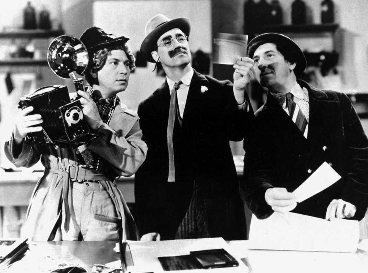 """Los Hermanos Marx en """"Un día en las carreras"""", 1937"""