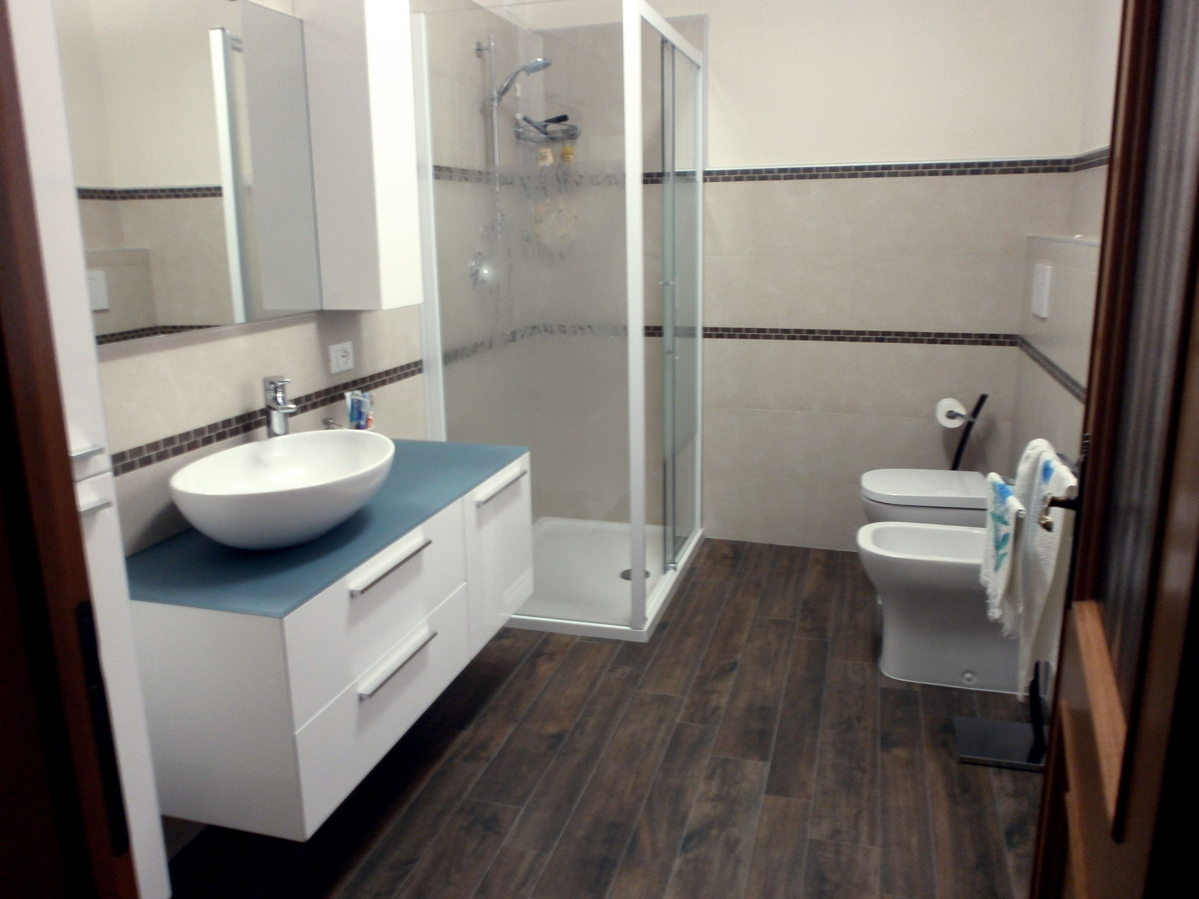 Rivestimento bagno con mosaico effetto mattone bathroom - Rivestimento mosaico bagno ...