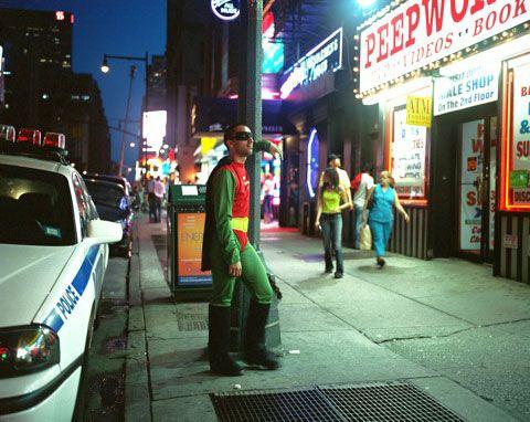 ERNESTO MENDEZ originario de México D.F trabaja como sexoservidor en times Square Nueva York  Manda 200 dólares a la semana. Photo-project by Dulce Pinzón. via @ni neu