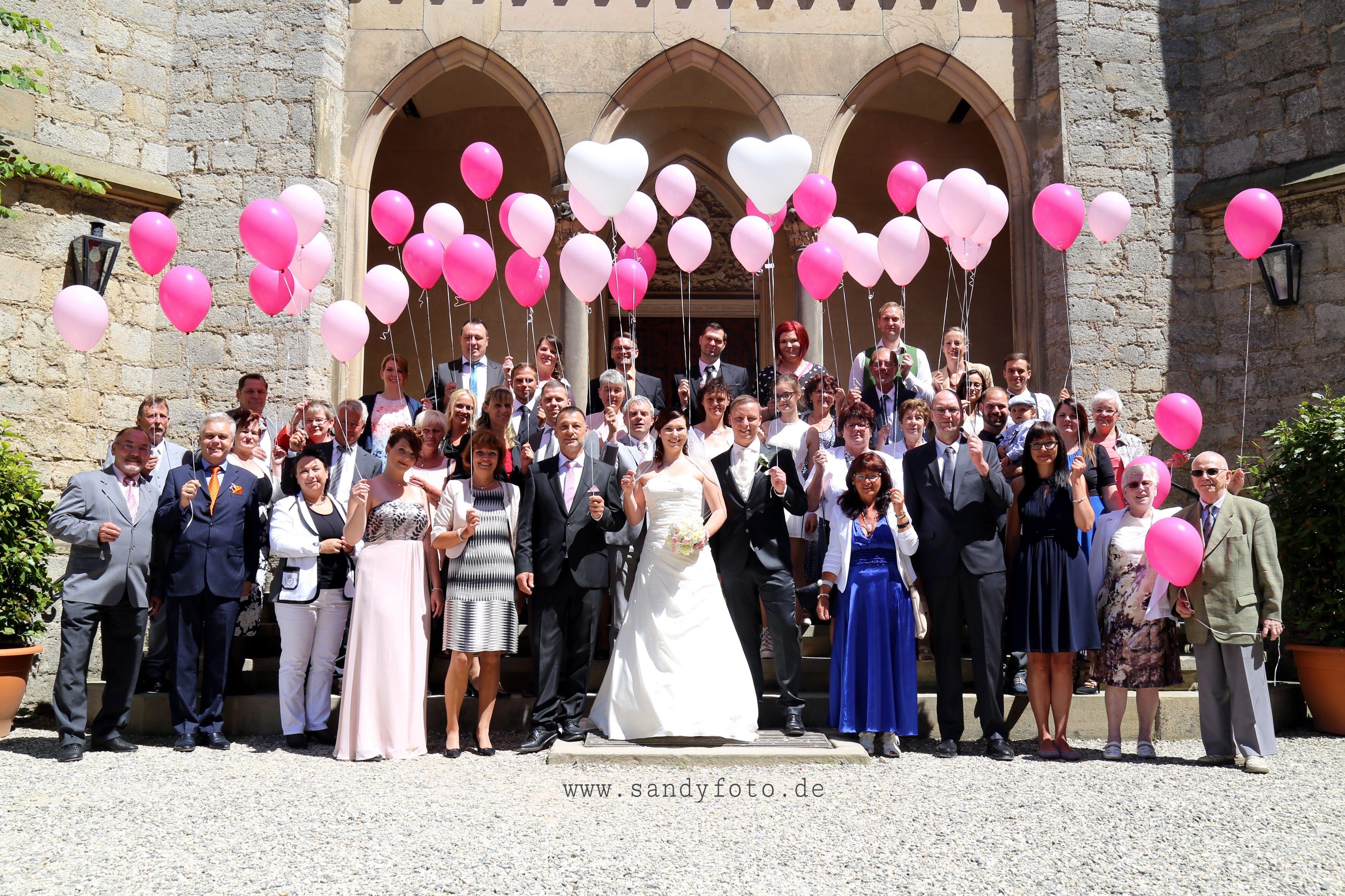 Ballons fliegen lassen - romantische Ballonflugaktion vor der zauberhaften Marienburg / Hannover