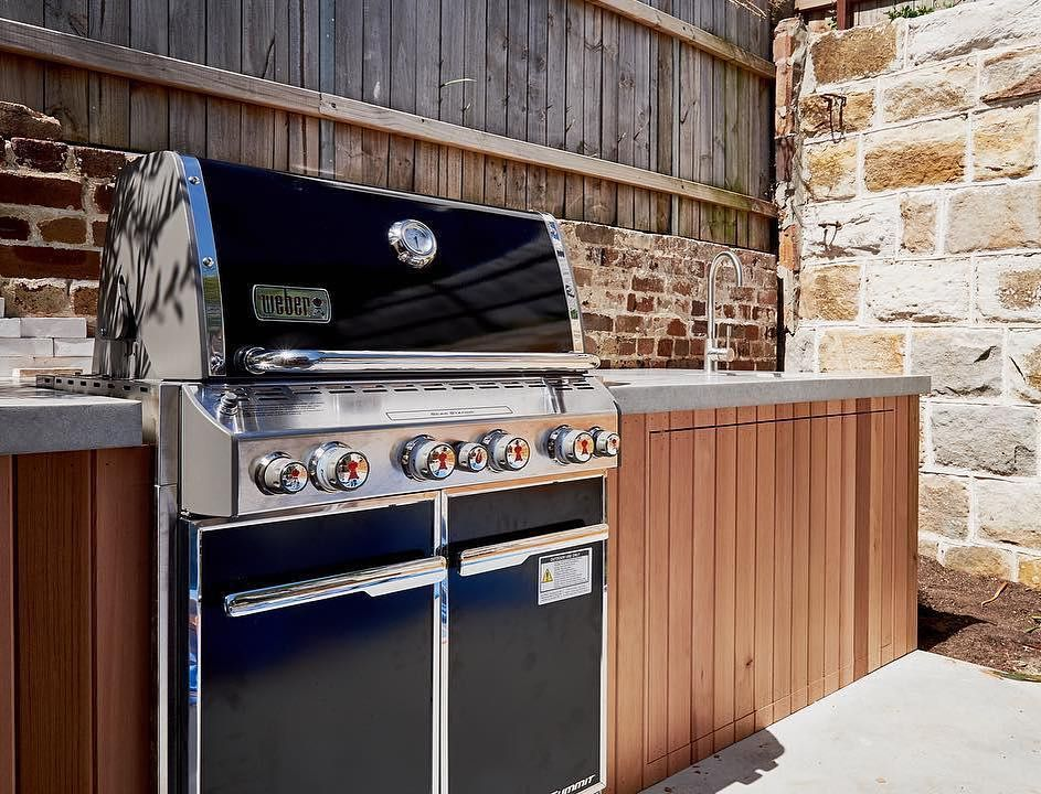 266 Likes 11 Comments Weber Australia New Zealand Weberbbqausnz On Instagram A Stunning Outdoor K Outdoor Kitchen Outdoor Kitchen Design Built In Bbq