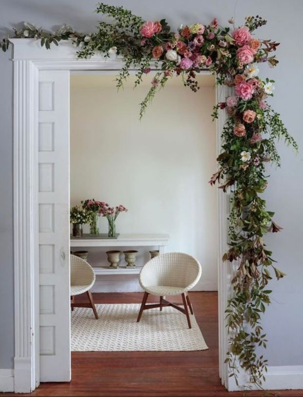 15 Beautiful Ways To Decorate Your Room With Flowers Feminine Buzz In 2020 Decor Home Decor Room Decor