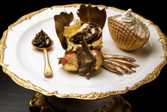 World's most expensive cupcake is s coated in edible 23 carat gold sheets!