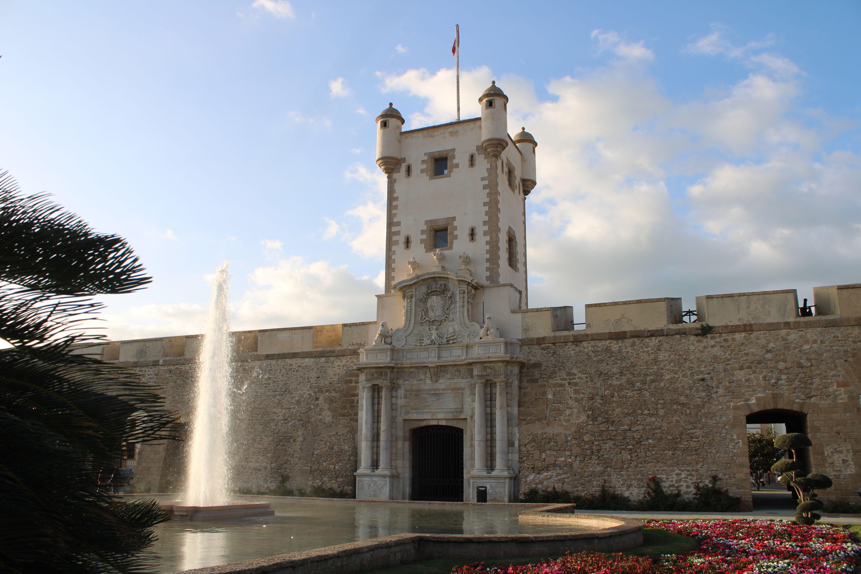 panorámica de puertas de tierra en Cádiz