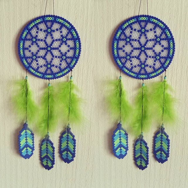 Blue green dreamcatcher hama beads by sistyria perler for Dreamcatcher beads meaning