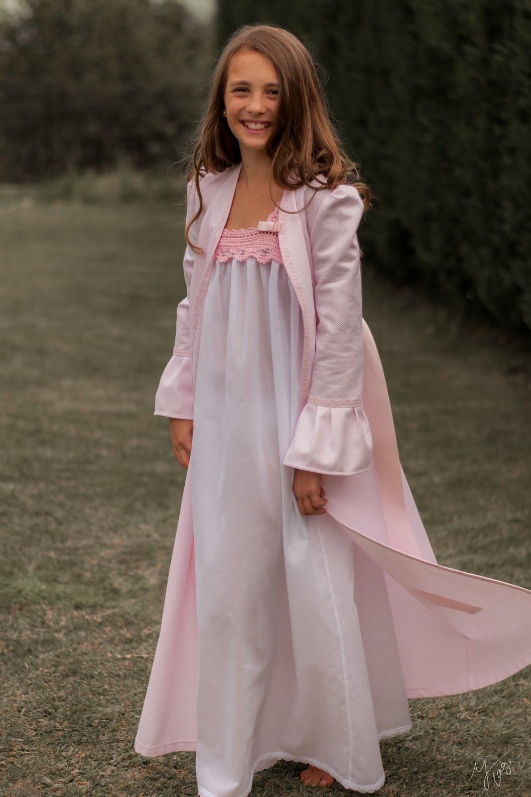 d3f058862 Batas y Camisones hechos a mano para niñas. Moda infantil hecha en España.  Vestidos de confección artesanal.