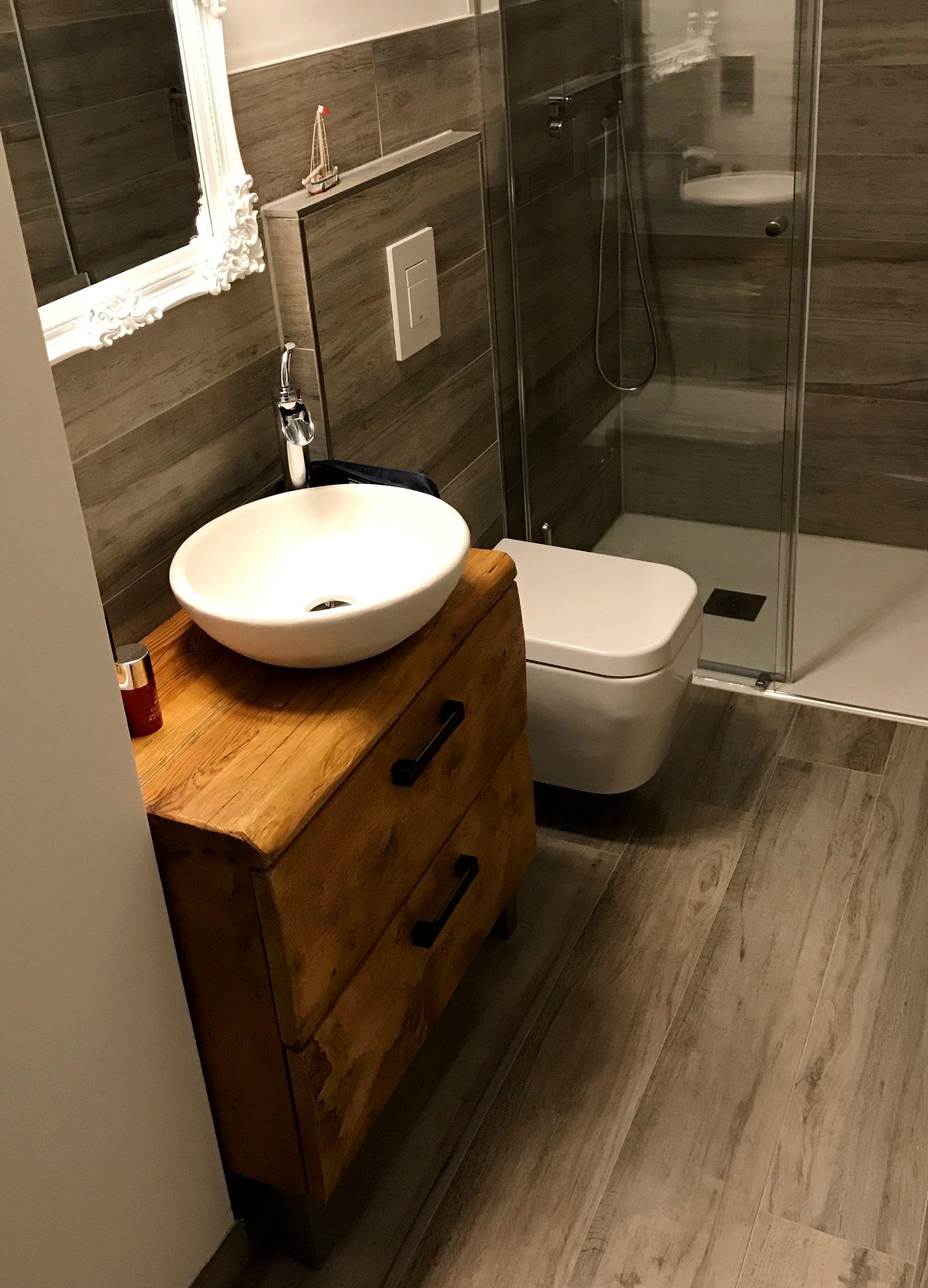 Einzigartiger Waschtisch Aus Holz Mit Waschschussel Holz Holzmobel Badezimmer Waschschussel Altholz Holz