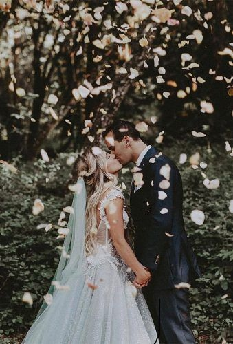 30 Wonderful Ideas For Creative Wedding Photos #bridepictures Wedding photos are very important for each couple. Except traditional pictures many couples though to see creative wedding photos in the album. #weddingonabudget