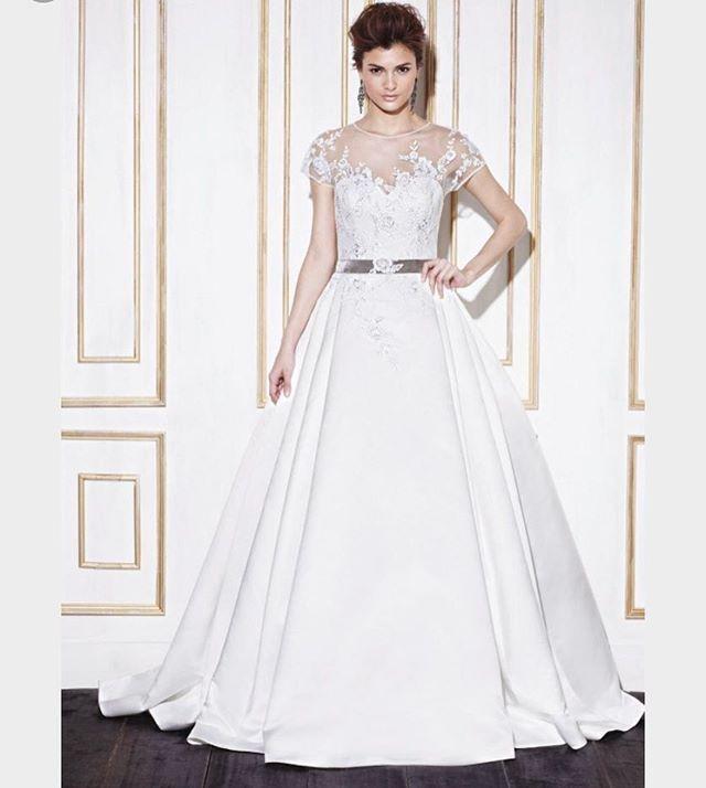 a52f62b4f330 Denna klänning har vi 70% rabatt på just nu, vår klänning har ett ...