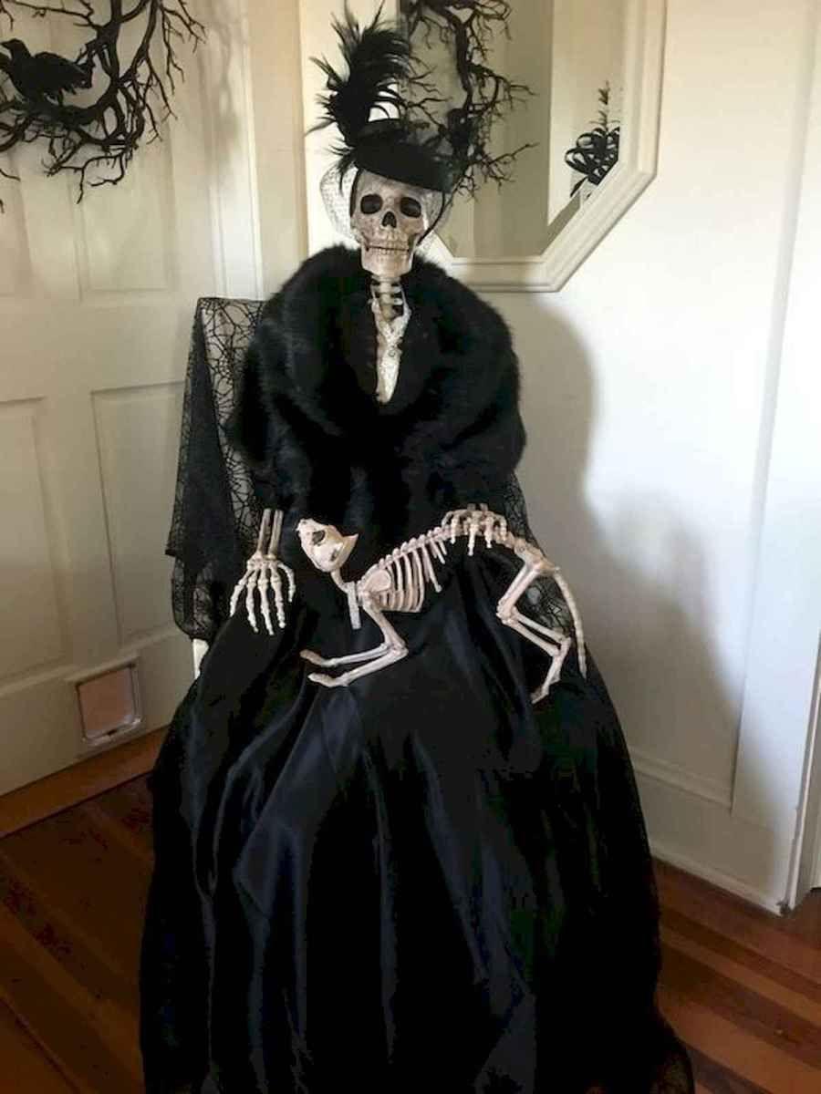 90 Awesome DIY Halloween Decorations Ideas (34) - CoachDecor.com #eleganthalloweendecor
