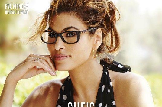 Memilih kacamata sesuai bentuk wajah: Eva Mendes.