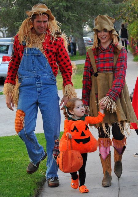 Alyson Hannigan And Alexis Denisof Third Halloween As A Family