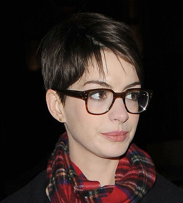 Glasses and a pixie // Anne Hathaway | Hair Envy | Anne ...