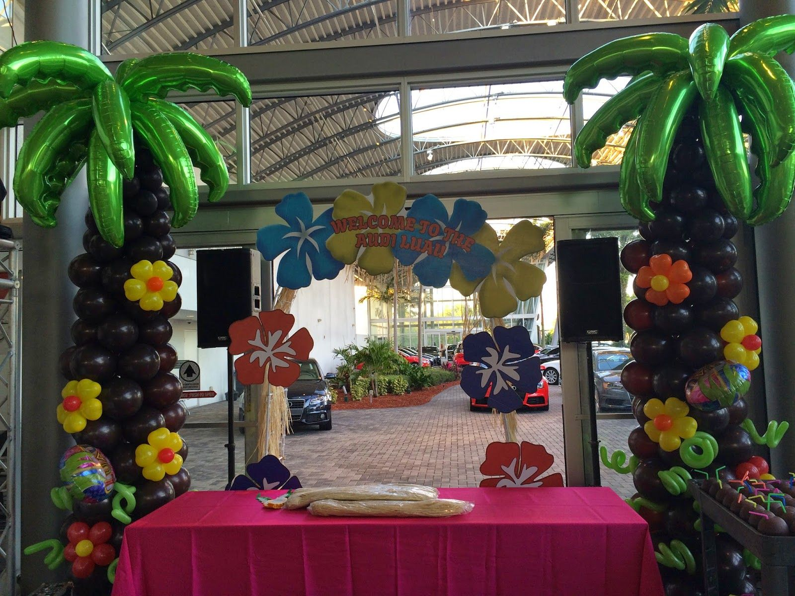 Palm tree balloon column for hawaii party decoration for Hawaiin decorations