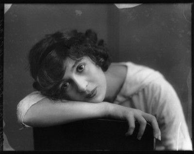 The stunning Edwardian actress Julia James, by Alexander Bassano