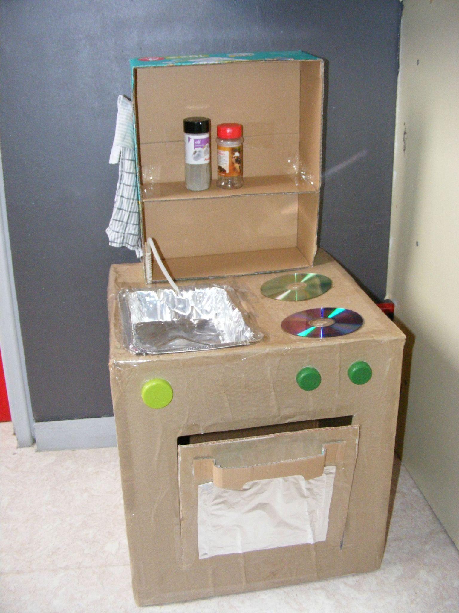 trendy cuisinire en carton bonne ide les cd pour les plaques with fabriquer cuisine enfant. Black Bedroom Furniture Sets. Home Design Ideas
