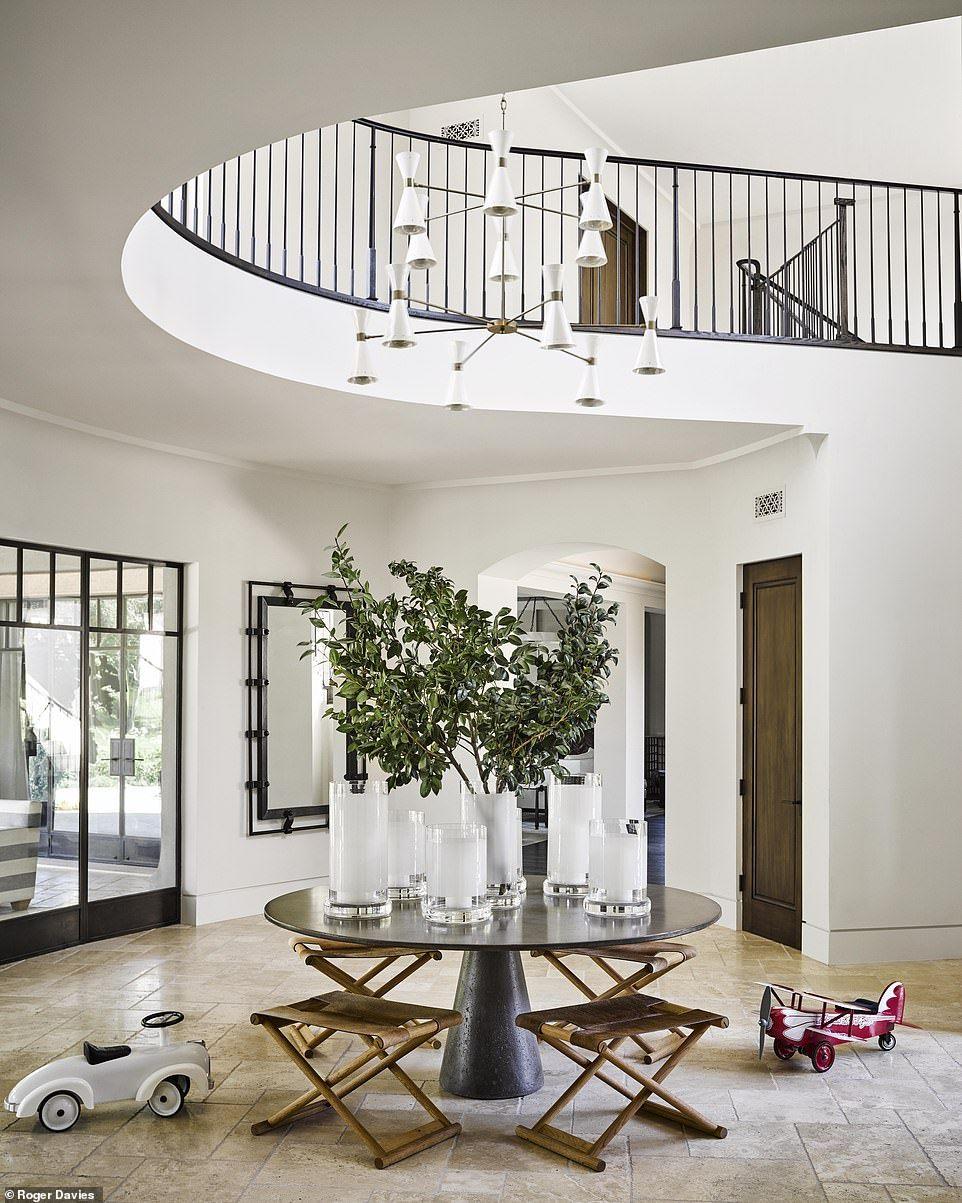 The Kardashians' interior designer reveals their ...