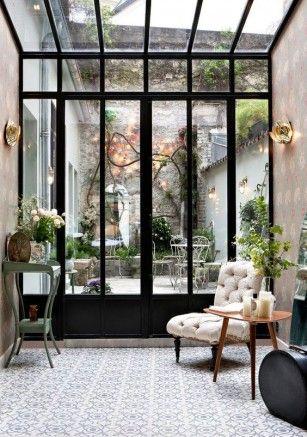 Een chic en stijlvol interieur met veel (gekleurd) glas Pinterest