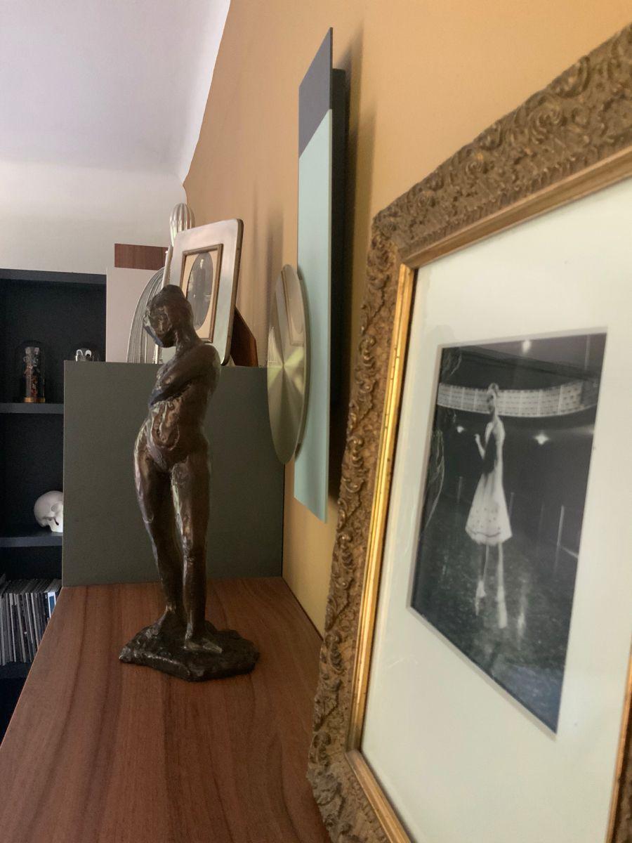 Danses et bureau etageres bibliotheque et objets d'art