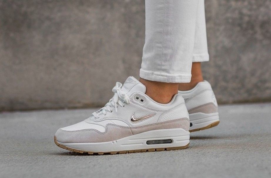 WOMEN'S NIKE AIR MAX 1 PREMIUM SC SHOE SUMMIT WHITE