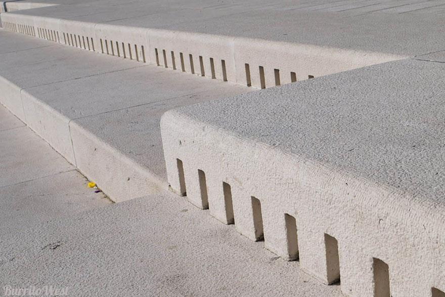 """orgao-musical-na-Croacia_01 - Chamado de """"mar de órgãos"""" ou """"Morske Orgulje"""" – como os nativos costumam dizer – foi projetado pelo arquiteto croata Nikola Basic, e só em 2005 foi aberto para o público."""