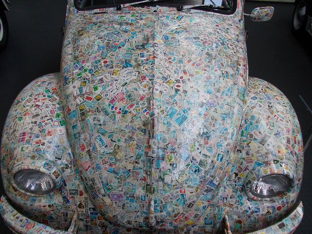 VW Käfer komplett mit Briefmarken beklebt.
