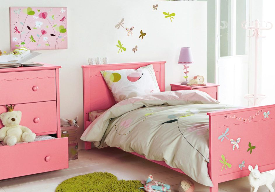 Girly bedroom design with pink wood bed