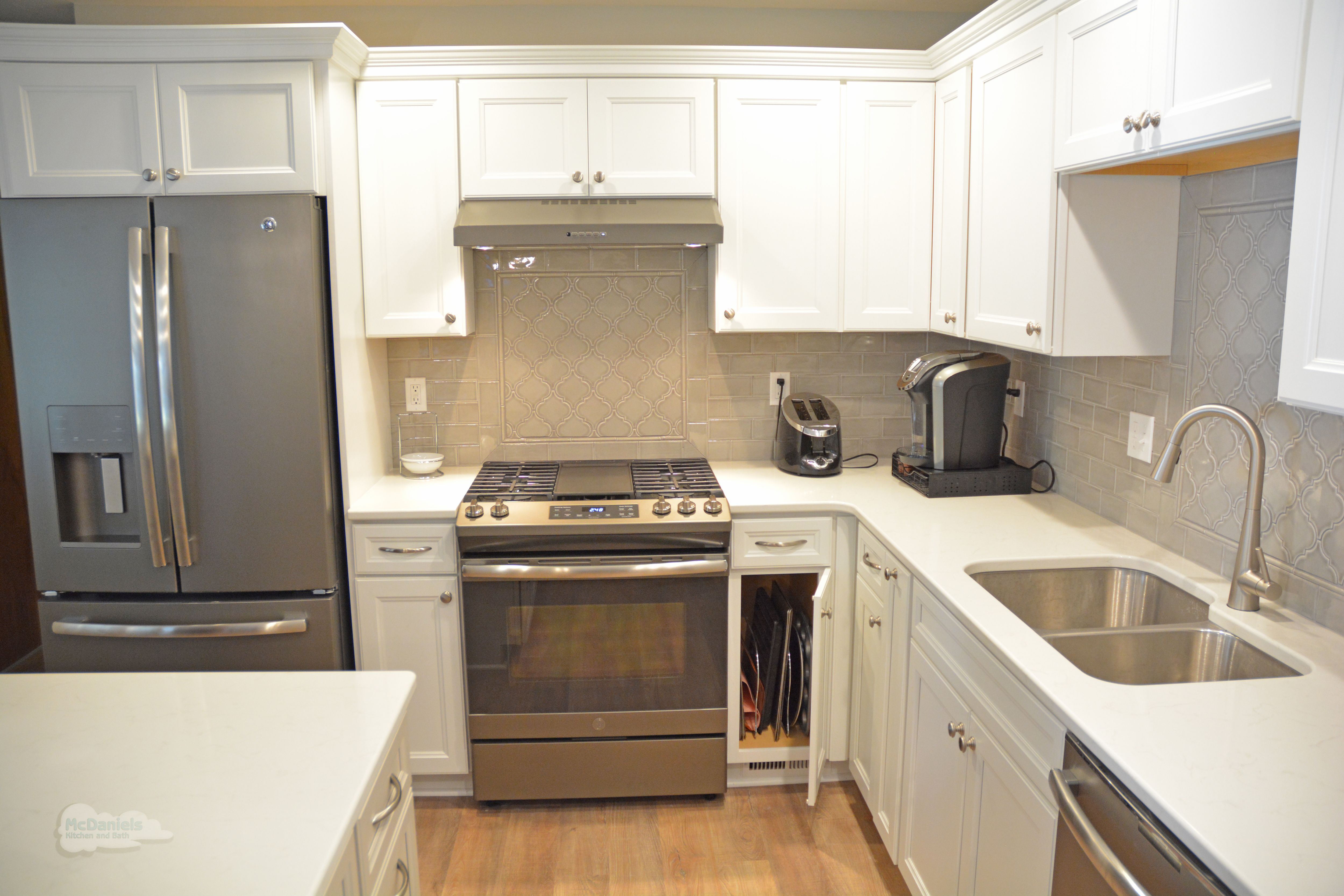 This Kitchen Design In Lansing Features Purestyle Laminate Cabinets From Aristokraft The Base Cabi Kitchen Design Kitchen Remodel Kitchen And Bath Remodeling