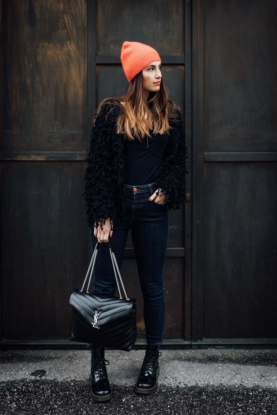 87673b16b1c Outfit  A touch of Red   COS Cashmere Beanie