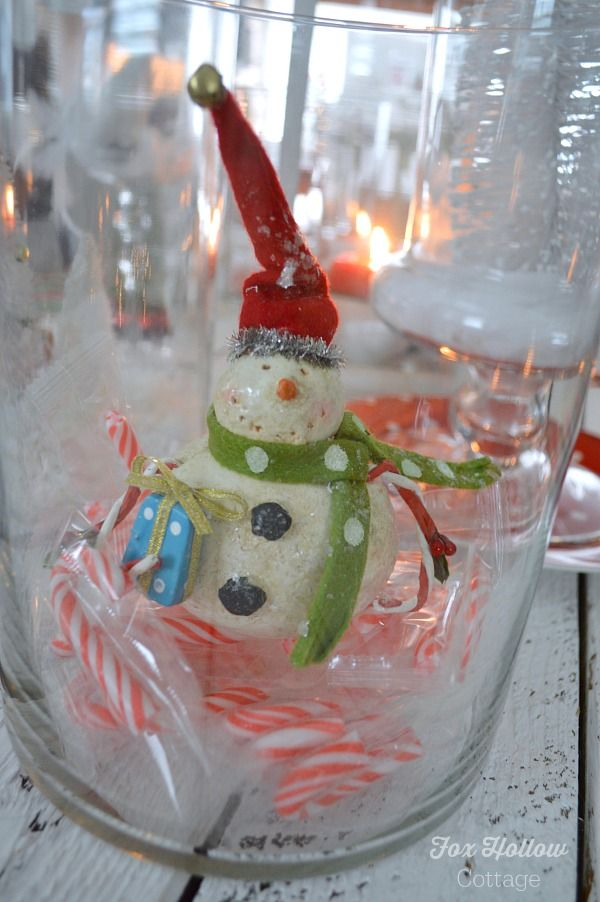 mini candy canes as vase filler with a favorite ornament = holiday decor. love it!!