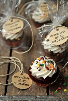Everyone's seen those pins and posts about using cups to serve cupcakes at bake sales, etc and I've never been able to get it to work because once you ge the cupcake in you can't get it out without a handful or icing and making it look gross. Check this out!! Such a better idea!