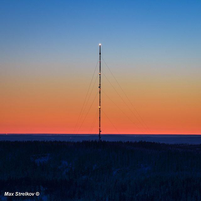 Radio tower & sunset#finland #visitfinland #suomi #visitkarelia #sunset #landscape #winter #karelia #karjala #nature #naturegram #justgotshot #letsgosomewhere #lifeofadventure #beautifuldestinations #ourfinland #thisisfinland #loves_finland #breaksokoshotelkoli #kolinkansallispuisto