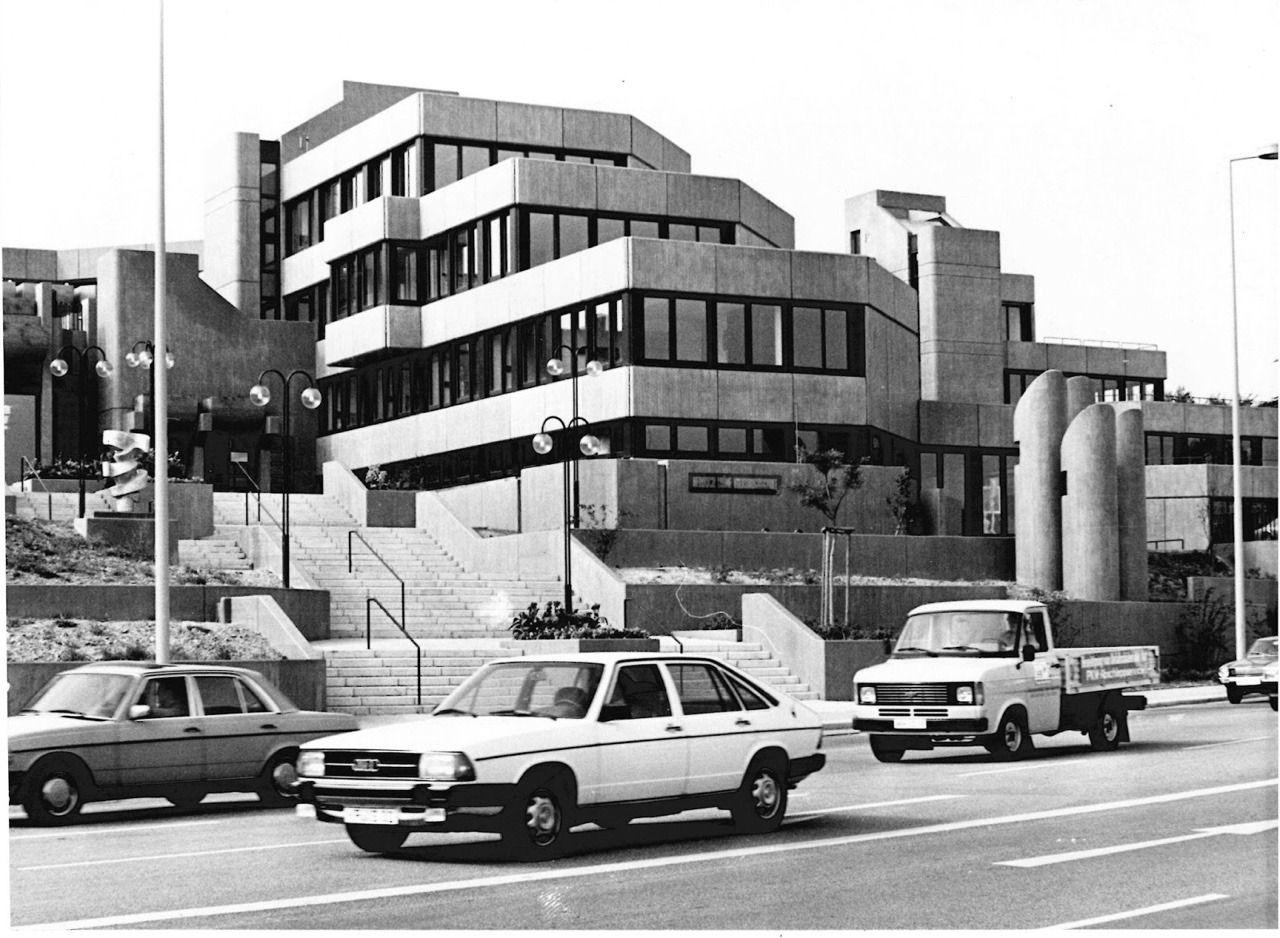 Volkshochschule 1976 79 In Mulheim Ruhr Germany By Dietmar Teich Of Architektengemeinschaft Seidensticker Spantzel Teich Budde Gutsmann J In 2020 Norwood World Mr