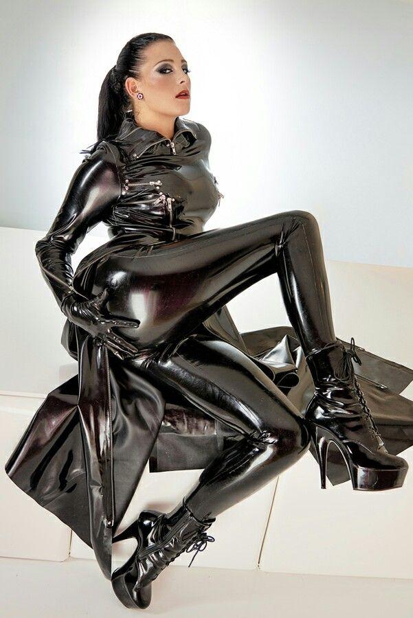 MAE: Latex mistress pics