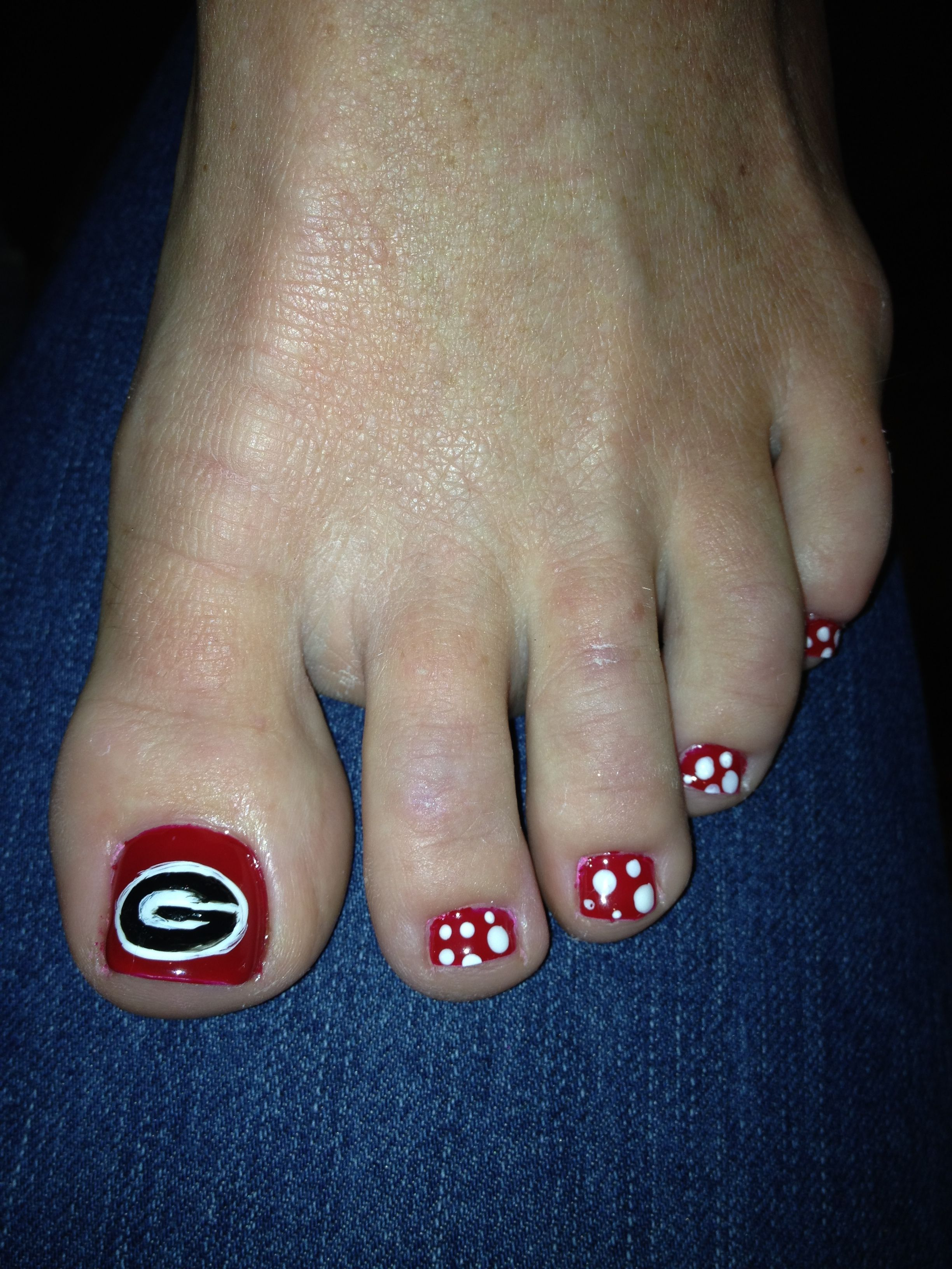 UGA nails -- Big G pedicure. #GoDawgs #thegame https://www.facebook ...
