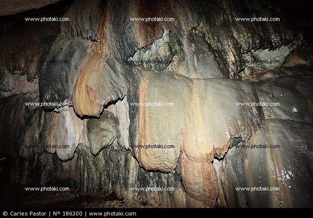 Pared de cueva de Sant Miquel del Fai