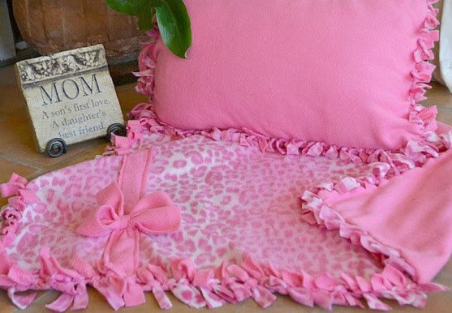Knotted Fleece Blanket And Pillow Set With Images Fleece