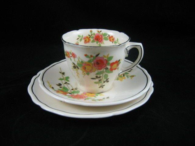 2 vintage royal doulton  rosslyn d5399 egg cups art deco