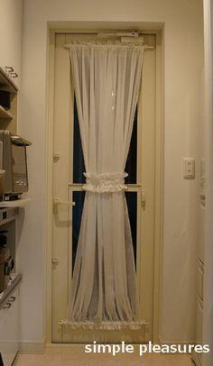 キッチンの勝手口ドア用カーテンの作り方 完成 勝手口 カーテン