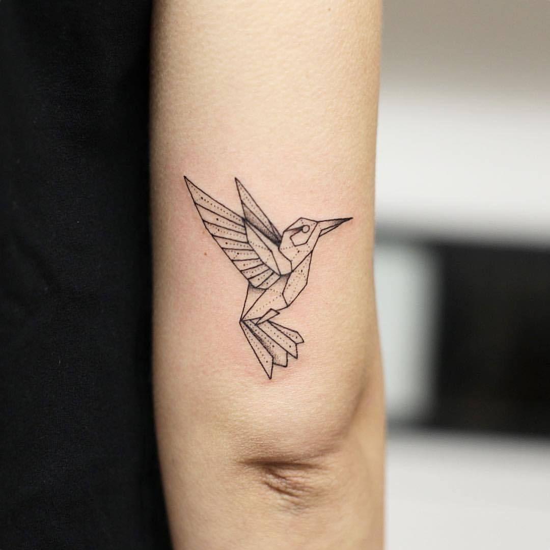 le colibri g om trique de c line merci tattoo linework artwork dotwork dotworktattoo. Black Bedroom Furniture Sets. Home Design Ideas