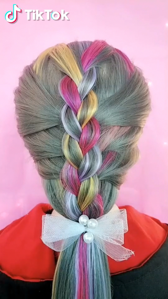 Super easy to try a new #hairstyle ! Download #TikTok today to find more amazing videos. Also ...