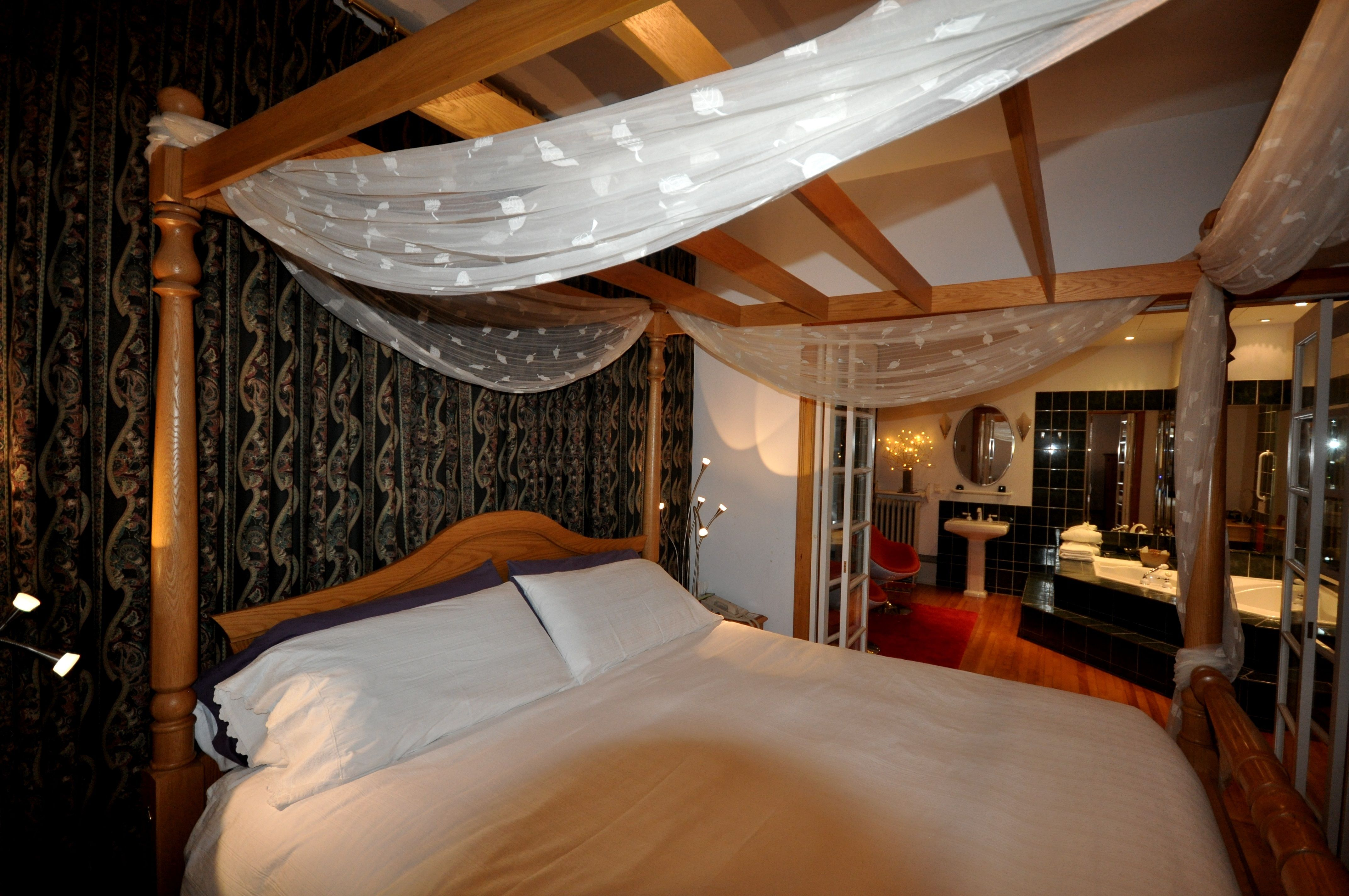 swiss hotel ottawa hotels romantic jacuzzi suite with king bed