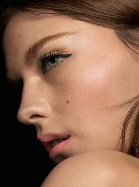 Amber Anderson on the set of the Burberry Cat Lashes campaign. Captivating, feline eyes with natural, luminous skin.