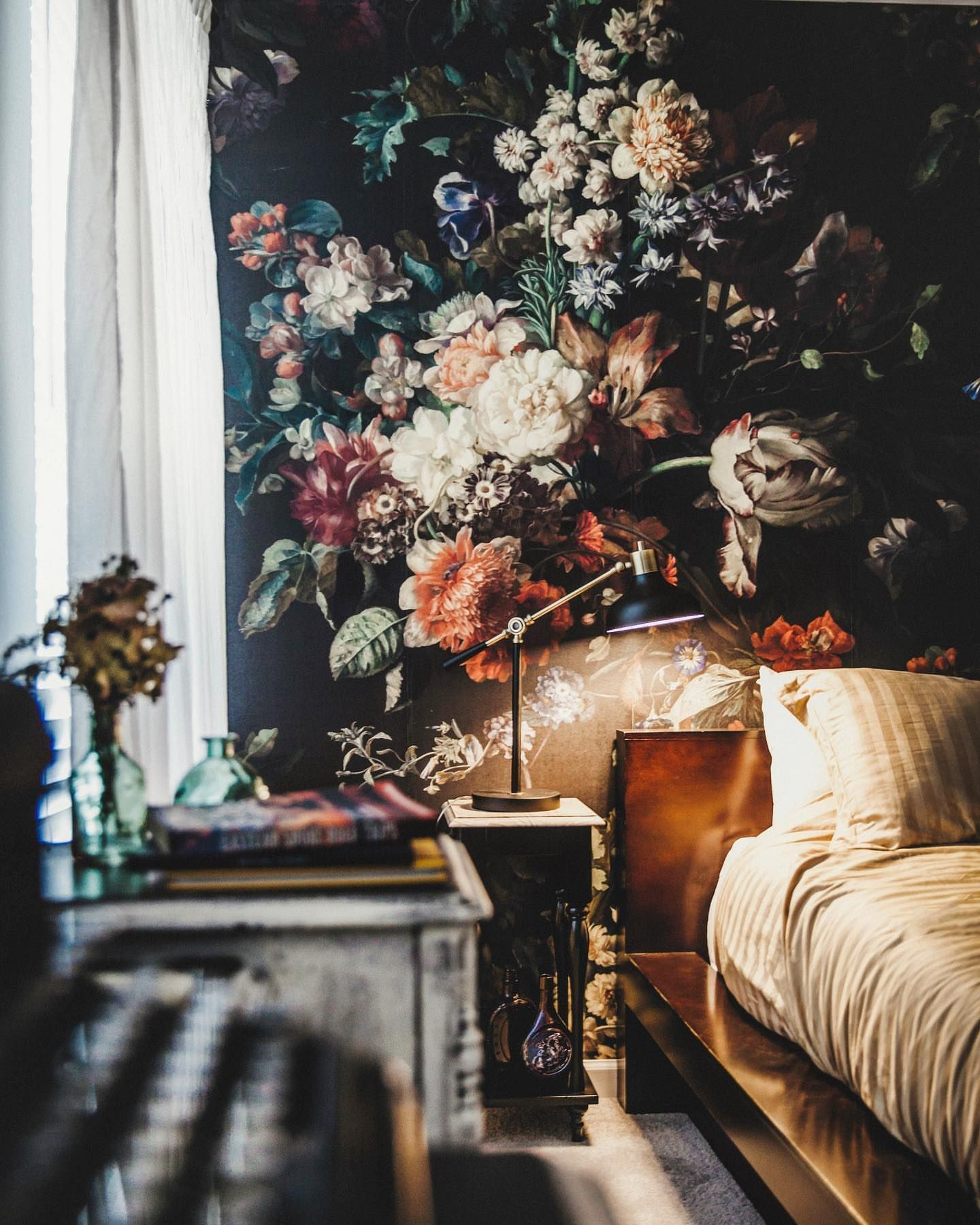 Rooms With Dramatic Fl Wallpaper