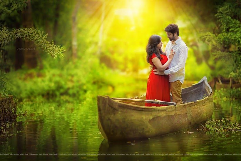 The Ocean Of Love A Dramatic Photo Shoot In A Variety Of Boats Kerala Wedding Photography Wedding Photo Album Layout Wedding Couple Poses