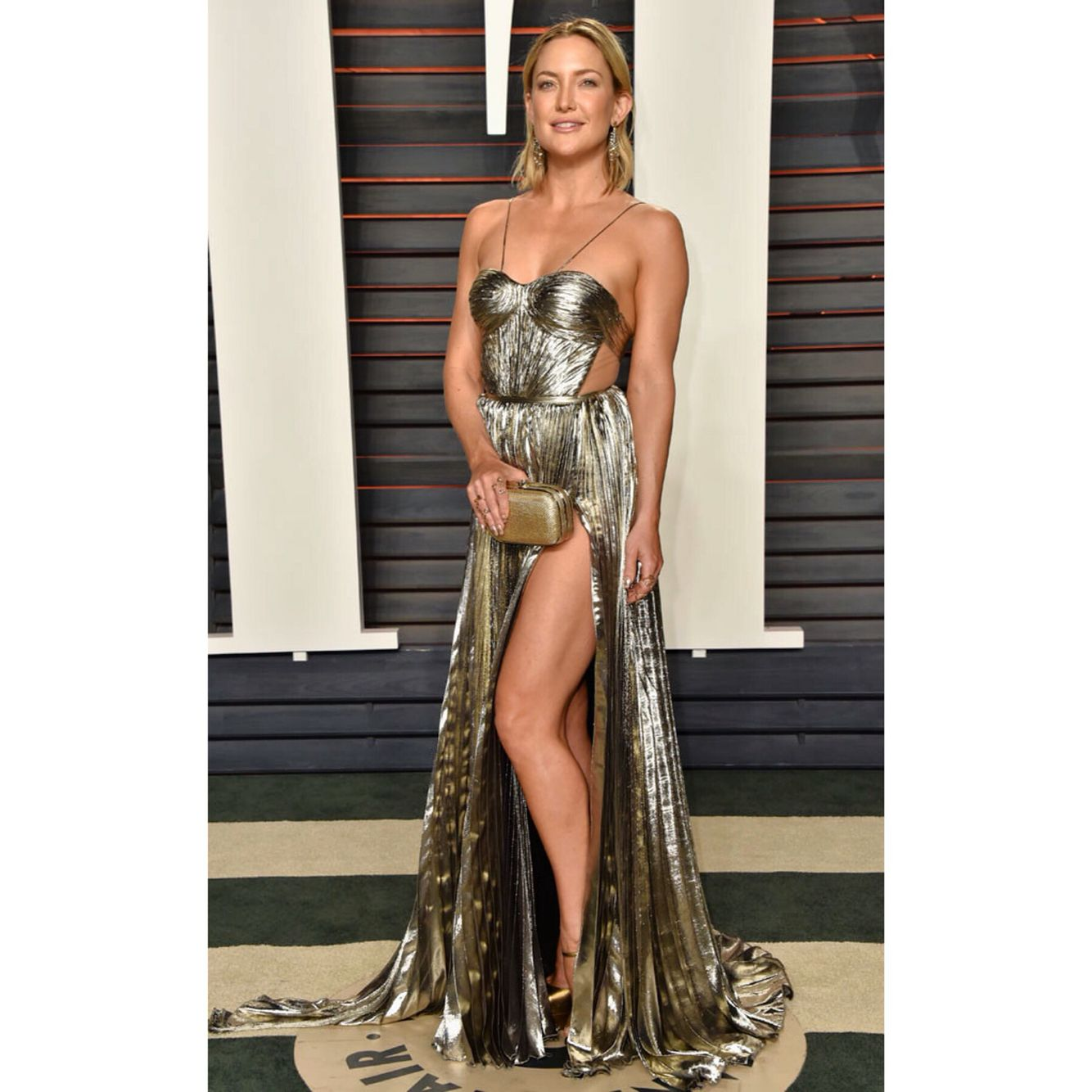 Obsessed! #glamzam #london #monday #katehudson #vanityfairparty2016 #golddress #oscars #hollywood #glam #ootd #fashion #nightout #party #metallicdress