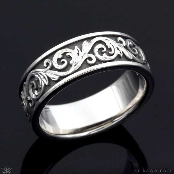 This Western Floral Wedding Band features carved vines that form