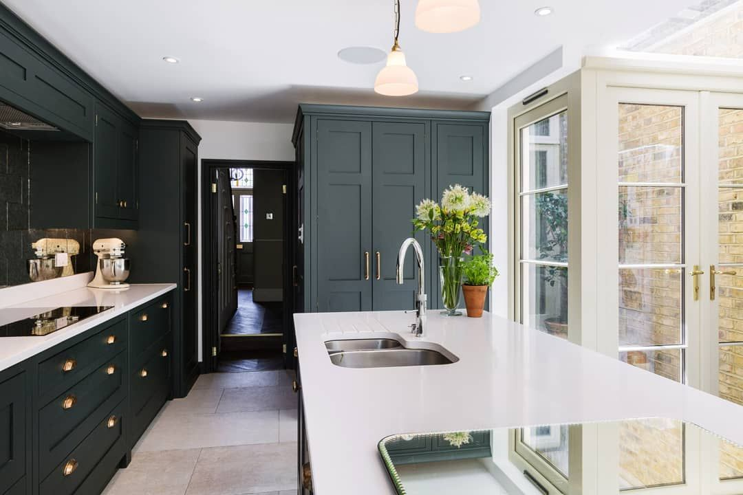 Burlanes Interiors On Instagram In True London Townhouse Style Light Was Fairly Limited So The Homeo Townhouse Interior House Design Kitchen Kitchen Design
